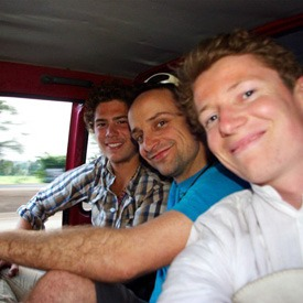friends-traveling-in-india