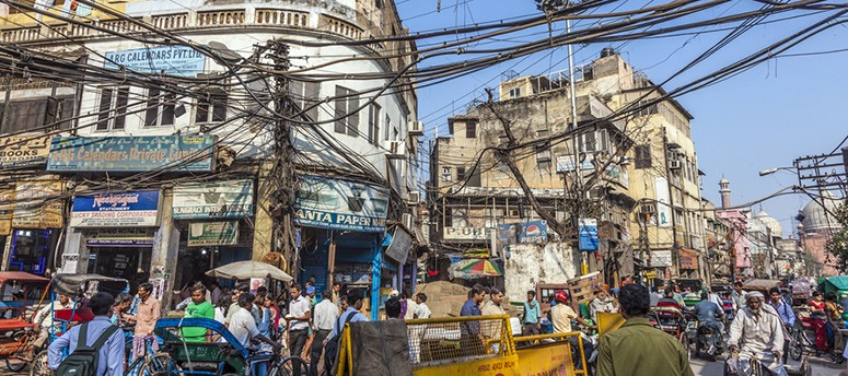 india-power-supply-on-busy-street